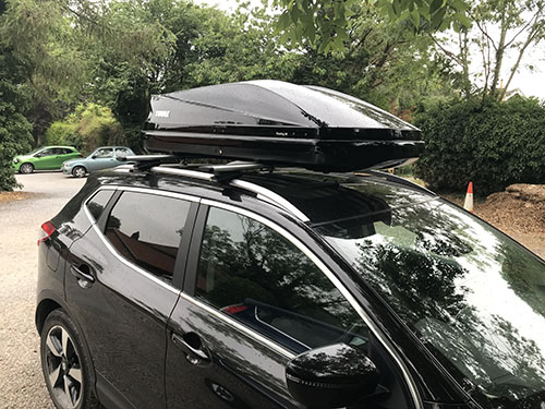 Nissan Qashqai with Thule Touring 200 Roofbox